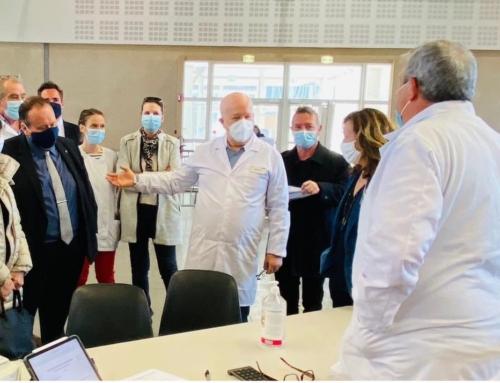 Centre de vaccination au palais des congrès d'Arles